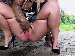 bonnie exposes her lusty cunt