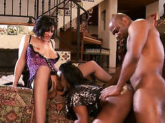 Jada Fire gives mouthjob to hot fuck buddy